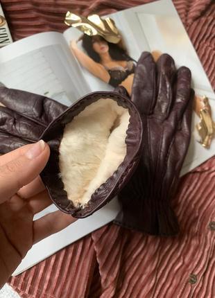 Тёплые кожаные бордовые перчатки с натуральным мехом внутри