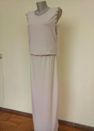 Стильное трикотажное брендовое платье