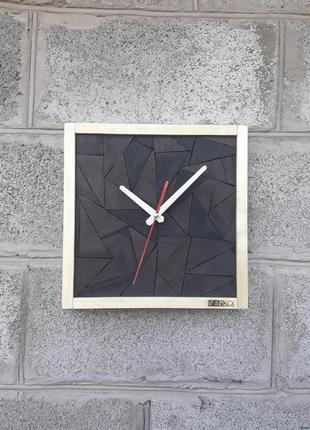 Деревянные настенные часы из мореного дуба