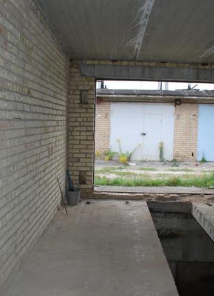 Охраняемый кирпичный гараж. До м. Святошин 1,5 км.