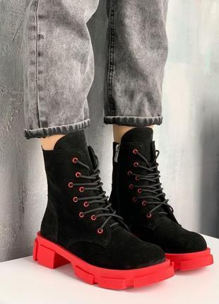 Чёрные замшевые ботинки с красной подошвой,демисезонные ботинк...