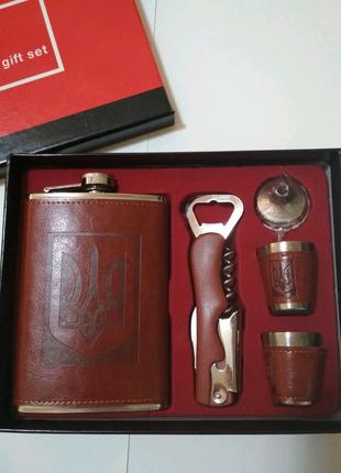 Подарочный набор фляга,лейка и стопки в коробке
