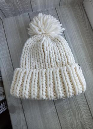 Теплая шапка крупной вязки шерсть