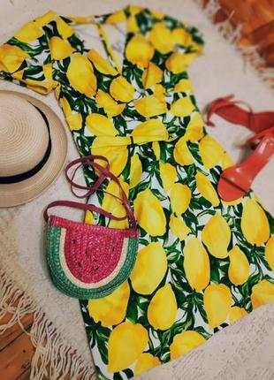 Трендовое платье принт лимоны фрукты на запах