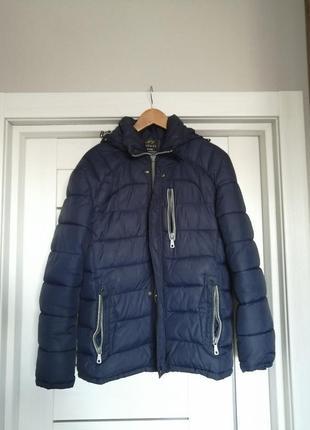 Базовая синяя куртка осень - весна на синтепоне с капюшоном....