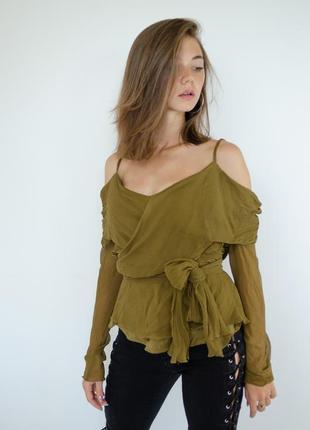Шелковая хаки блуза с открытыми плечами и длинными рукавами, н...