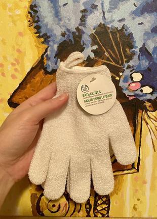 The body shop, отшелушивающие перчатки для душа, мочалки