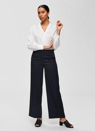 Широкие синие брюки в тонкую полоску selected femme