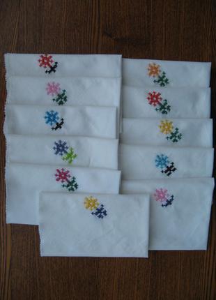 Салфетки из простого полотна с ручной вышивкой