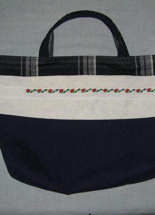 Сумка для покупок украшена ручной вышивкой