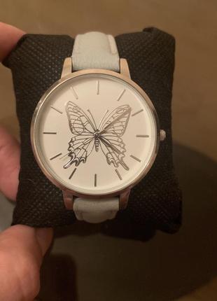 Наручные часы женские с бабочкой