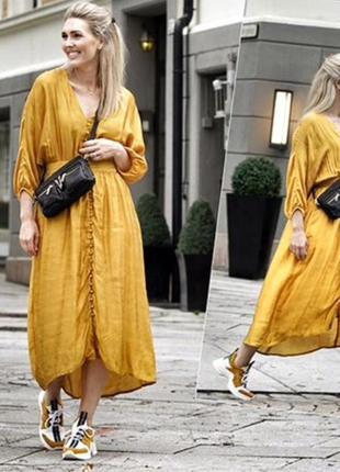 Желтое атласное платье декоративные пуговицы спереди v-образны...