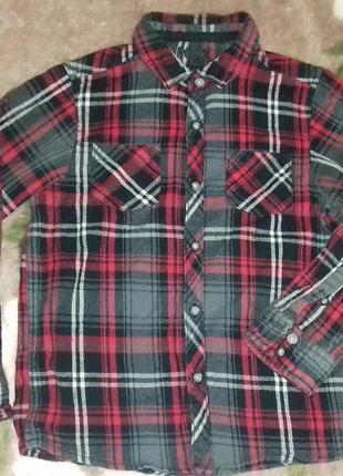 Плотная, теплая рубашка в клеточку.