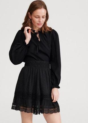 Кружевная черная юбка на талию