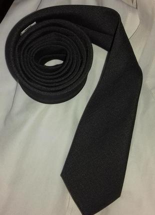 Узкий, матовый, серый галстук текстура под лен