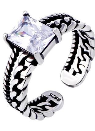 Стильное серебряное кольцо с цирконием