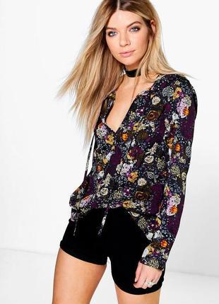 Темная блузка в цветочный принт, атлас.