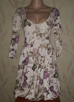 Платье беж с цветочным принтом, открытая спинка, солнце клёш