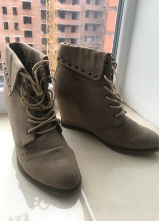 Ботинки на танкетке
