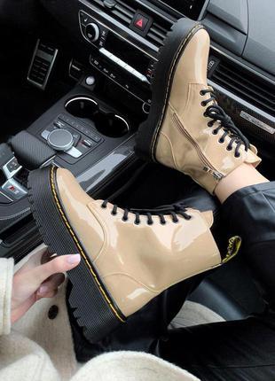 Шикарные женские зимние ботинки dr.martens patent beige ( prem...