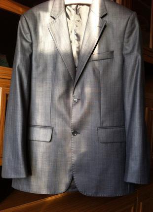 Продаю стильный костюм antoni zeeman