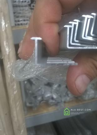Алюминиевый плинтус ,плиточный уголок
