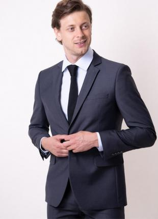 Мужской серый костюм с одной шлицей VD one