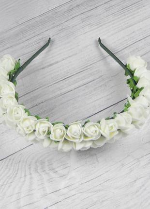 Ободок из белых роз