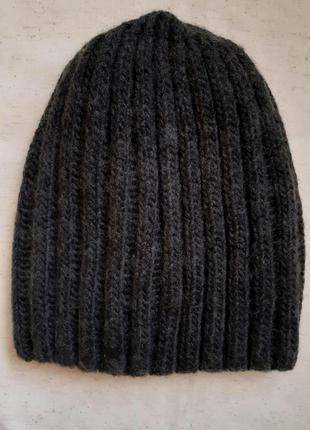 Темно серая теплая вязаная шапка  h&m швеция one size