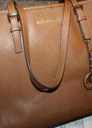 Большая сумка из сафьяновой кожи michael kors jet set travel
