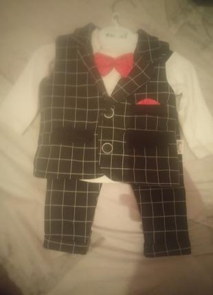 Дитячий класичний костюм