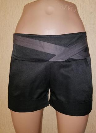 Красивые короткие женские шорты