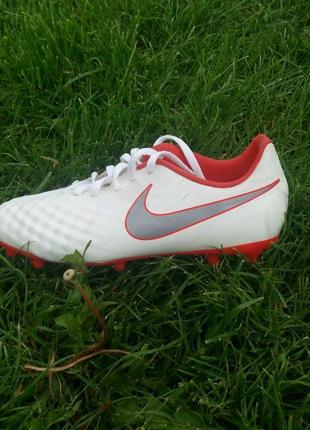 Футбольные бутсы Nike Magista