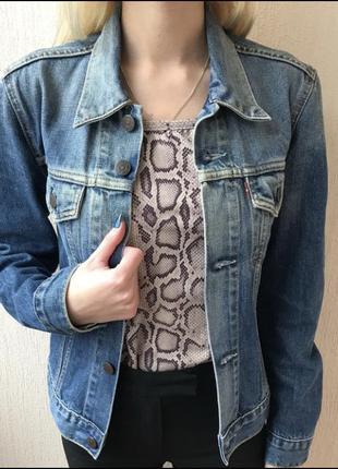 Классна джинсовка Levis