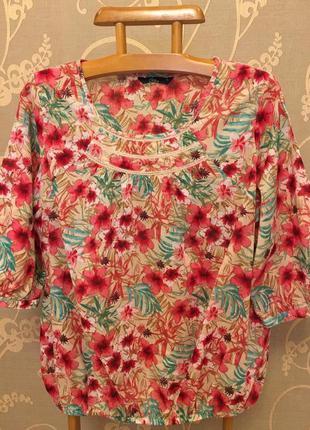 Нереально красивая и стильная брендовая блузка в цветах.
