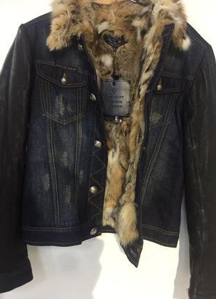Philipp plein джинсовая куртка с кожаными вставками и мехом лисы