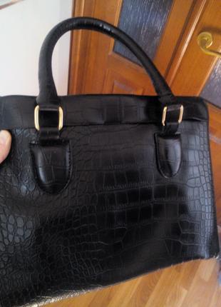 Продается черная женская сумка под крокодила
