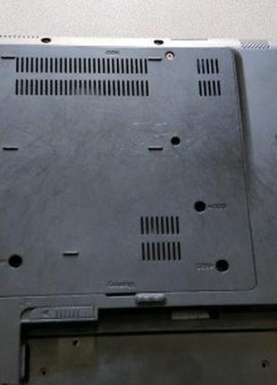 Нижняя часть корпуса ноутбука Samsung RV408