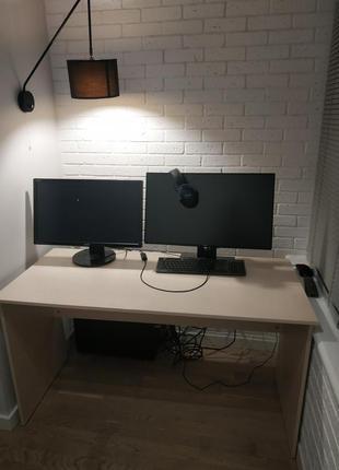 Бежевый письменный стол
