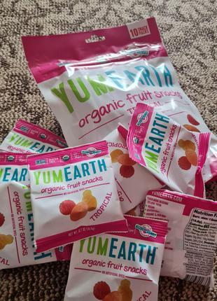 Yum. Earth, Органические фруктовые снеки, тропические фрукты