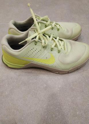 Салатневые кроссовки Nike 41,5- 43