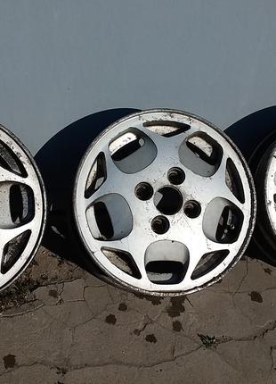 Легкосплавные колесные диски R13 , 4 X 100 , 3 штуки .