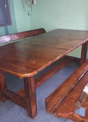 Предлагается обеденный стол с лавами ручной работы