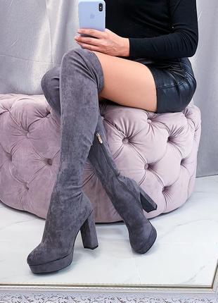 Серые замшевые сапоги ботфорты на каблуке,высокие сапоги-чулки.