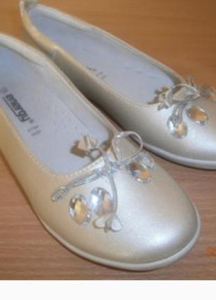 Новые туфельки на девочку