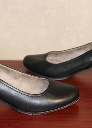 Стильные туфли на каблуке 42 р.