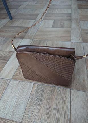 Коричневая кожаная сумка на длинной ручке