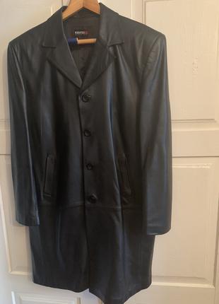 Чёрное кожаное мужское пальто