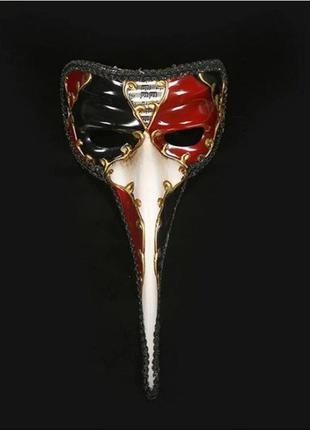 Новая венецианская маска для карнавала или декора