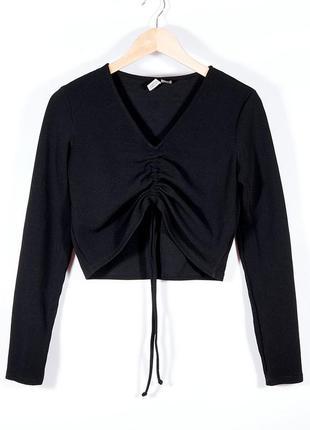 Черный свитер короткий